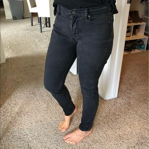 Old Navy Distressed Curvy Mid-Rise Jeans Black 6R